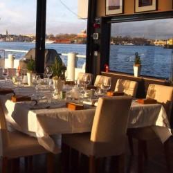 Uppdukat på Stockholmsbåten Qrooz